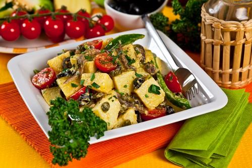 bramborovy-salat-se-sardelkami.jpg