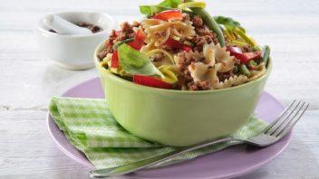 mlete-maso-v-testovinovem-salatu-352x198.jpg