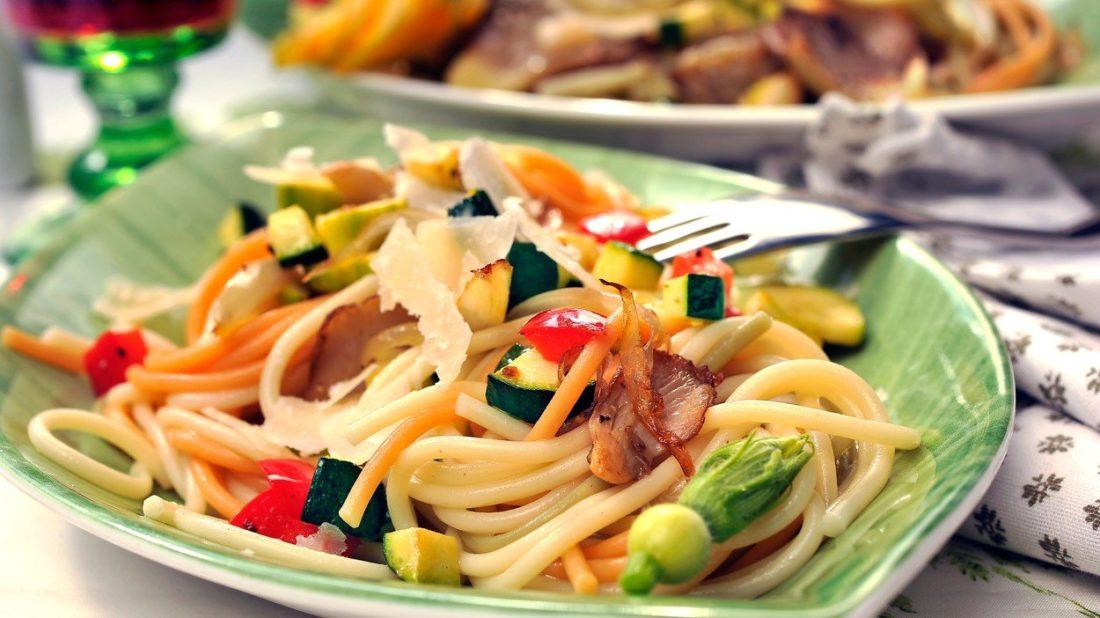 barevne-spagety-s-tykvickami-1100x618.jpg