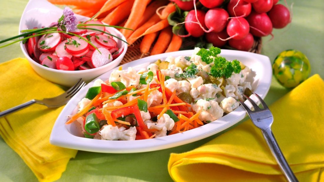 salat-ze-syroveho-kvetaku-1100x618.jpg