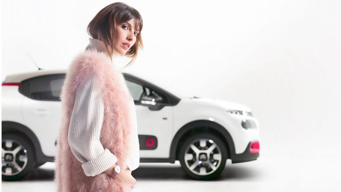 zena-co-potrebuje-v-aute-1100x618.jpg