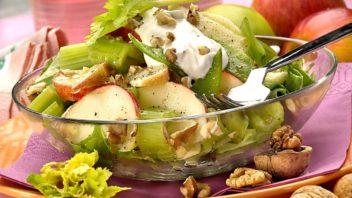 salat-se-zakysanou-smetanou-352x198.jpg