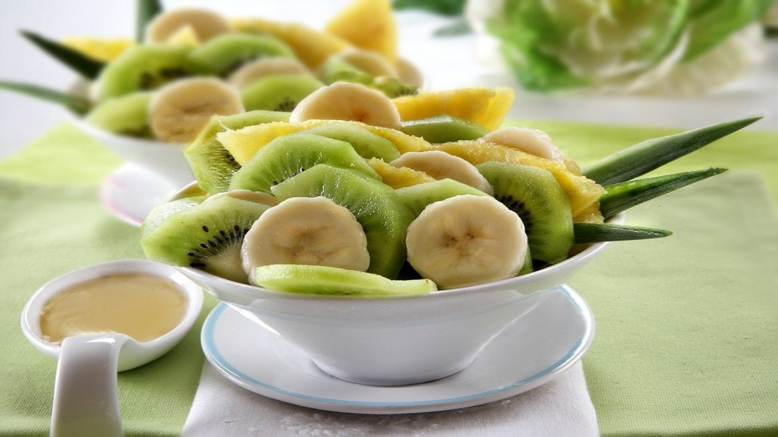 salat-s-banany-1100x618.jpg