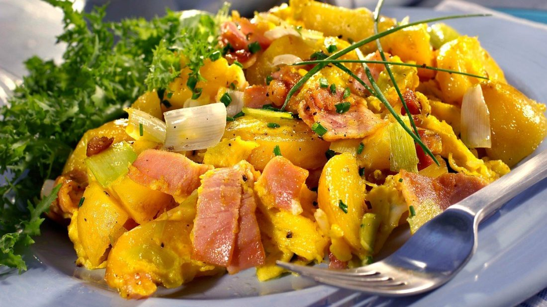 brambory-s-vejci-a-bylinkami-1100x618.jpg