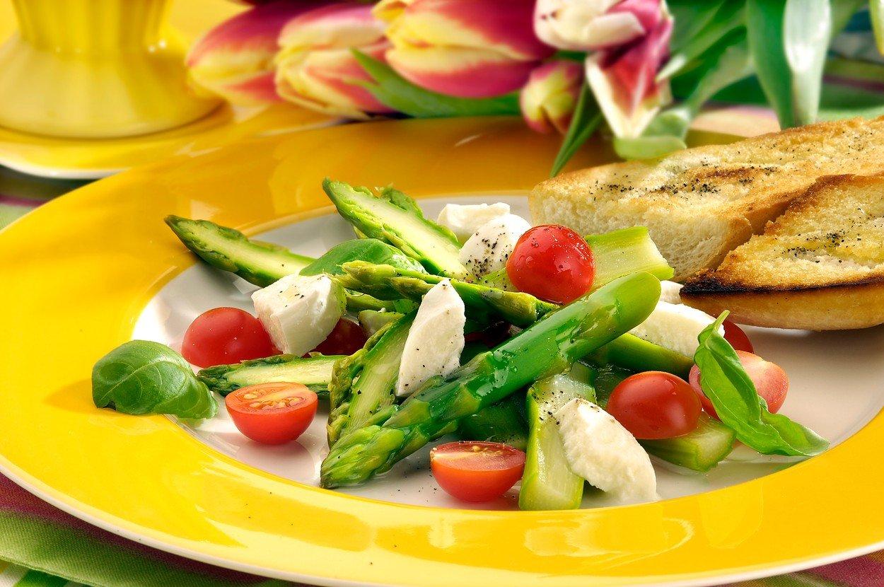Asparagus Salad with Mozzarella