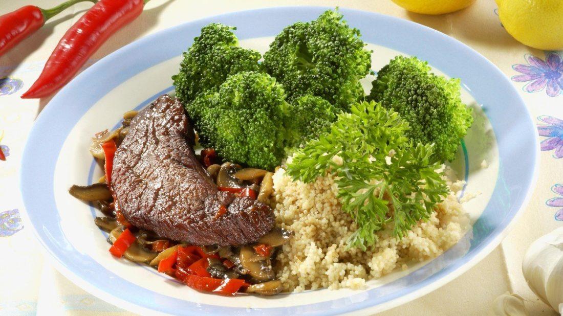 hovezi-steak-s-houbami-a-kuskusem-1100x618.jpg