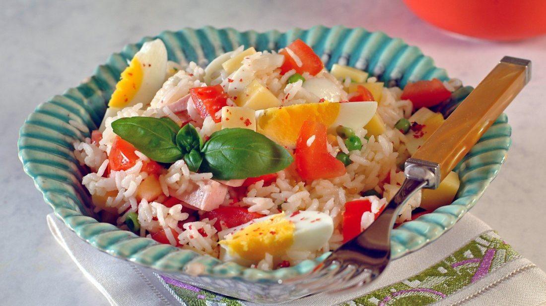 ryzovy-salat-1100x618.jpg