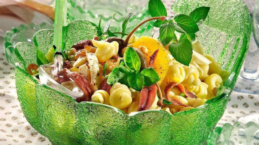 testovinovy-salat-se-sardelkami-1100x618.jpg