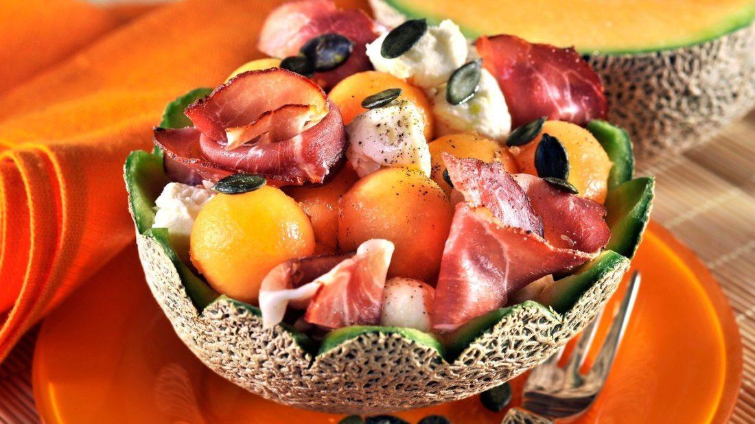 melounovy-salat-s-mozzarellou-1100x618.jpg