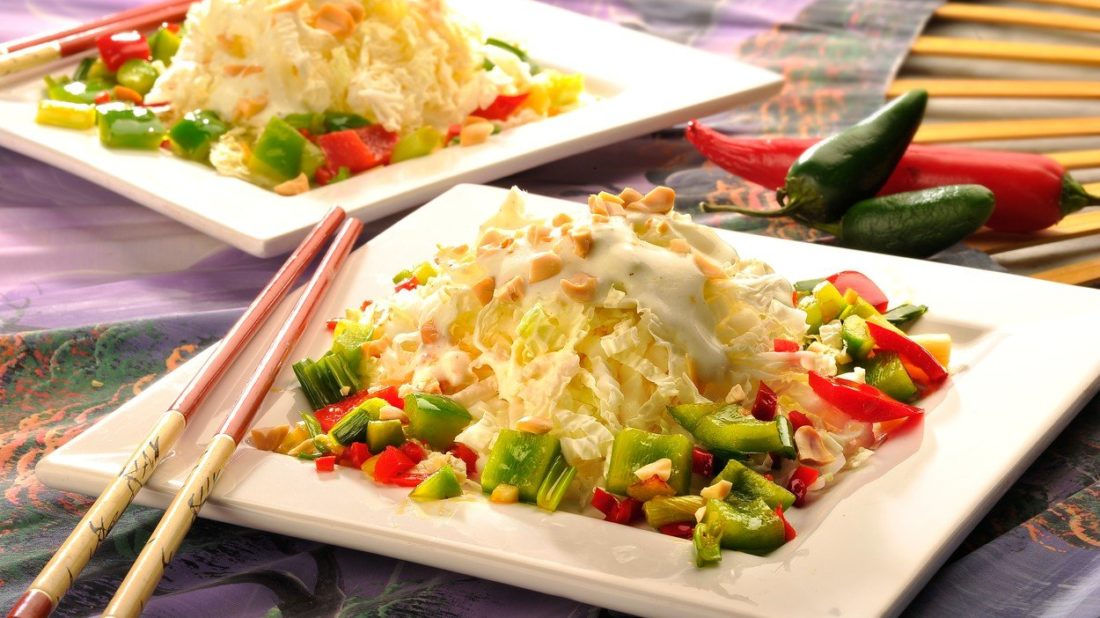 orientalni-salat-z-cinskeho-zeli-1100x618.jpg