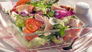 salat-s-uzenym-kurecim-masem-352x198.jpg