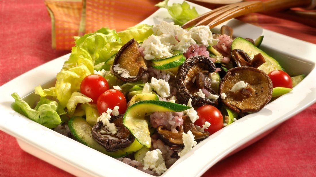 ryzovy-salat-se-sitake-1100x618.jpg