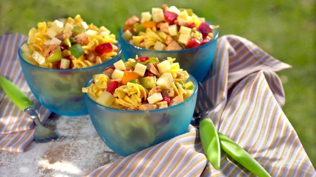 pikantni-testovinovy-salat-1100x618.jpg