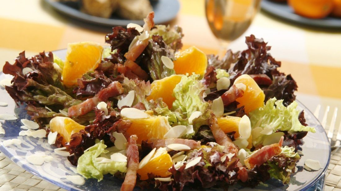 salat-s-klementinkami-a-mandlemi-1100x618.jpg