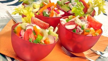 zeleninovy-salat-s-cesnekem-352x198.jpg