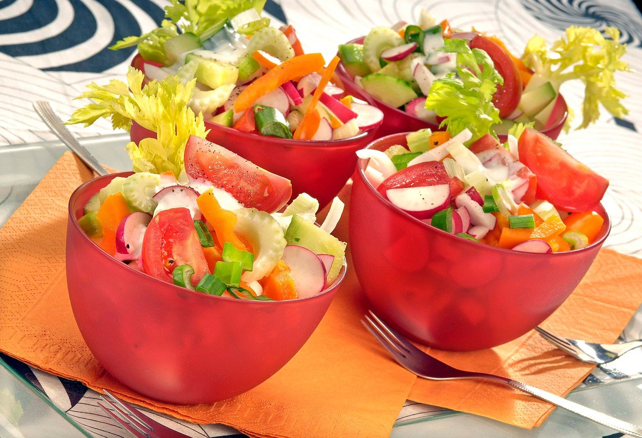 Vegetable Salad with Garlic