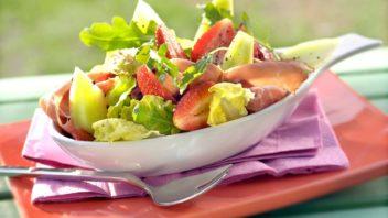 ovocny-salat-s-prsutem-352x198.jpg