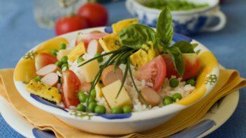ryzovy-salat-s-omeletou-a-parkem-352x198.jpg