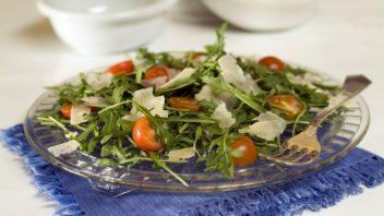 salat-s-roketou-a-rajcaty-352x198.jpg