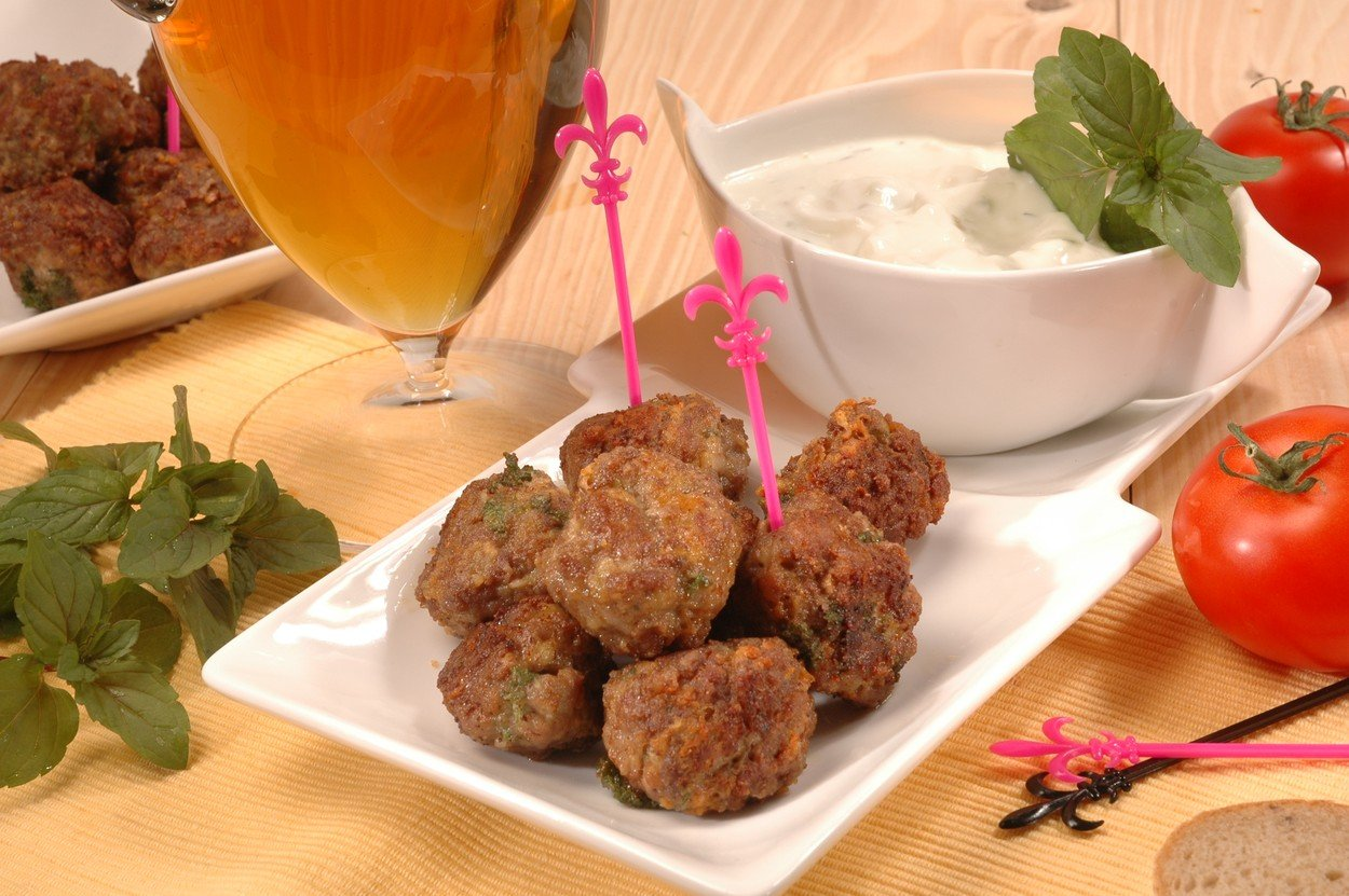 Meat Balls with Yoghurt-mint Sauce