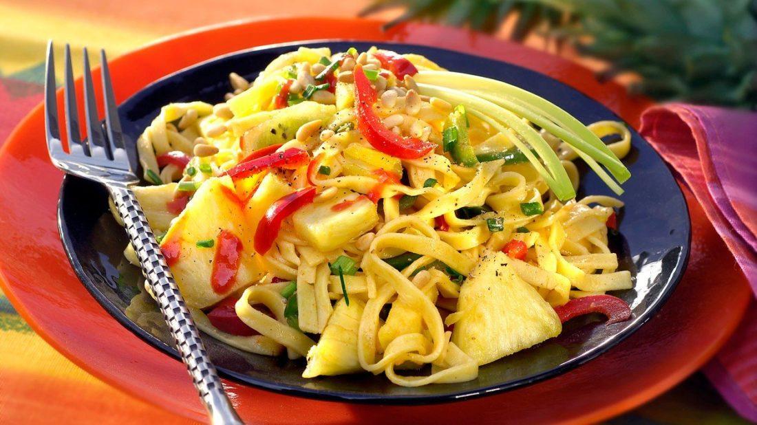 nudlovy-salat-s-ovocem-1100x618.jpg
