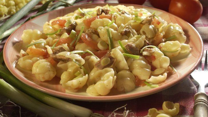 testovinovy-salat-s-tunakem-728x409.jpg