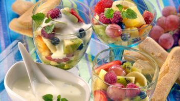 ovocny-salat-s-jogurtem-352x198.jpg