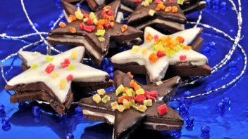 kakaove-hvezdicky-slepovane-cokoladou-352x198.jpg