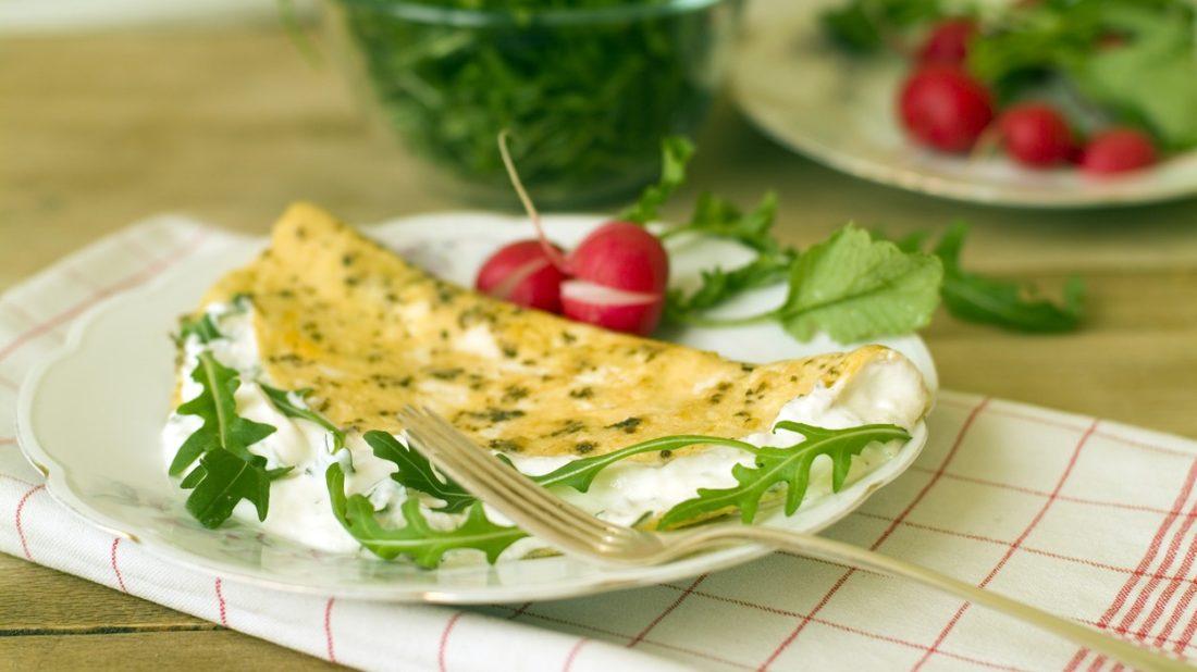 omeleta-s-tvarohem-a-roketou-1100x618.jpg