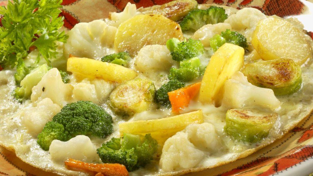 vajecna-omeleta-se-zeleninou-1100x618.jpg