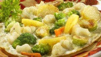 vajecna-omeleta-se-zeleninou-352x198.jpg
