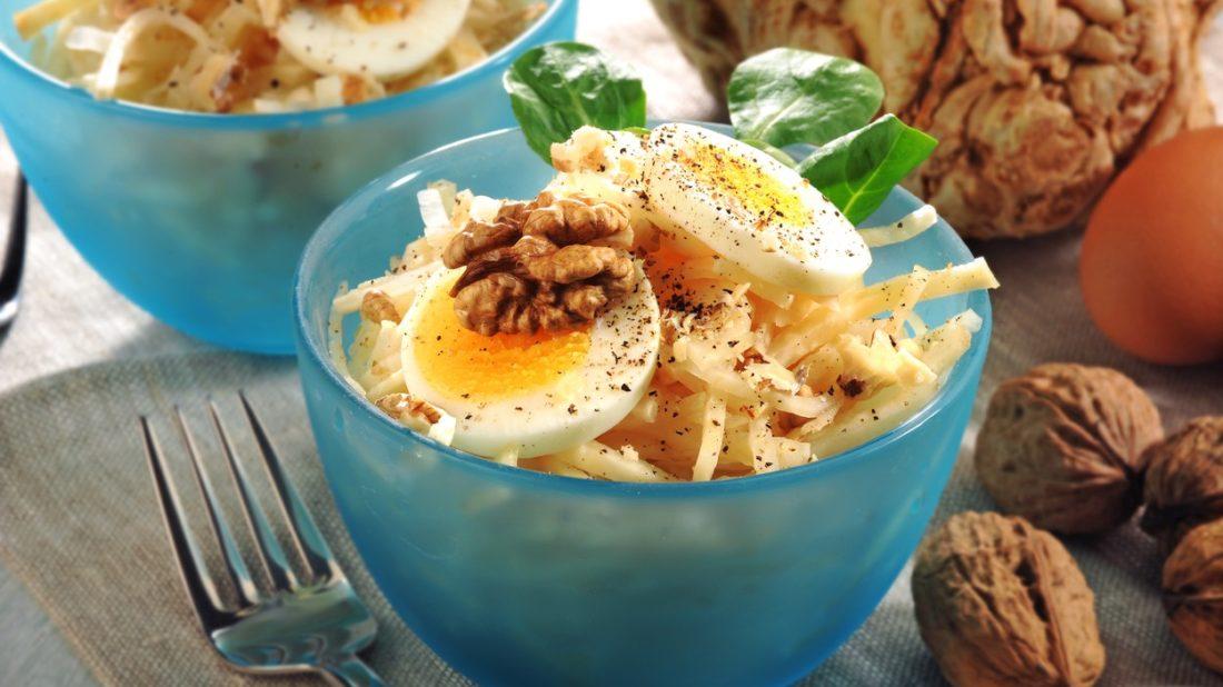 celerovy-salat-s-vejci-a-orechy-1100x618.jpg