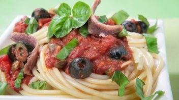pikantni-omacka-na-spagety-352x198.jpg