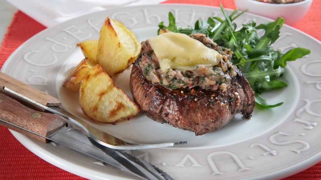 steaky-se-zeleninou-a-syrem-1100x618.jpg