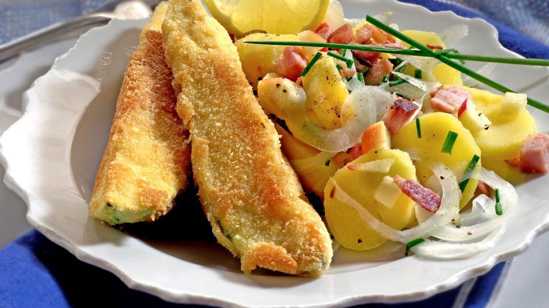 bramborovy-salat-se-smazenym-lilkem-1100x618.jpg