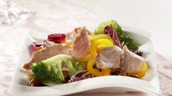 salat-s-kachnimi-prsicky-352x198.jpg