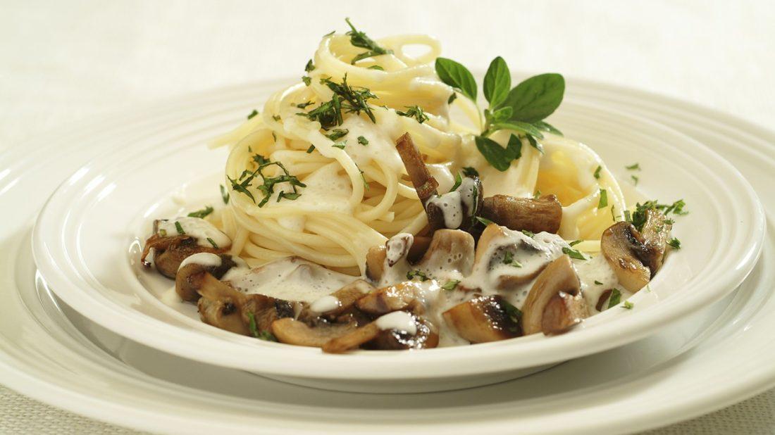 spagety-se-zampionovou-omackou-1100x618.jpg