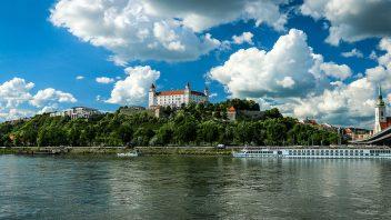 bratislava-1768975_1280-352x198.jpg